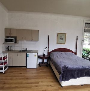 Conveniently Located, Large Self-Contained Room. Best Price! photos Exterior