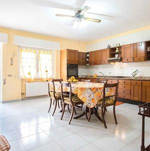 Independent Villa Located A Few Minutes Walk From The Beach In Quiet Area photos Exterior