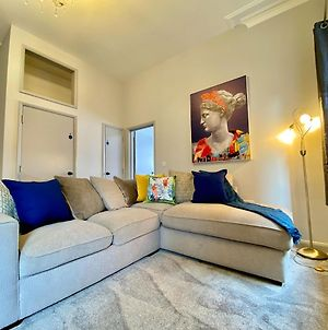 Beautiful Apartment - 5 Minute Walk To The Best Beach! - Great Location - Parking - Netflix - Fast Wifi - Smart Tv - Newly Decorated - Sleeps Up To 4! Close To Bournemouth & Poole Town Centre photos Exterior