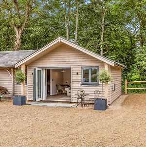 Pass The Keys Delightful 1 Bed Lodge In South Downs Village photos Exterior