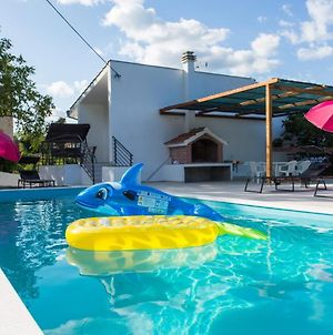 Large 150 M2 Apt With Pool And 500 M2 Garden photos Exterior