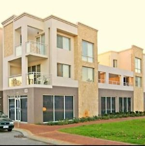 Cityside Upmarket Apartments 1200M From The City photos Exterior