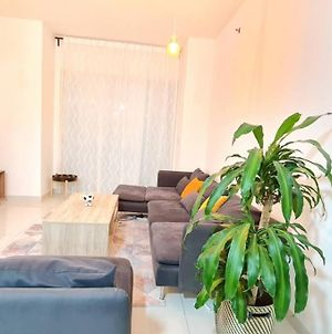 Luxury Furnished 1 Bhk, 60In Tv Netflix, High Rise photos Exterior