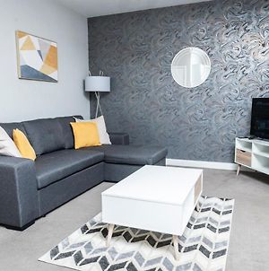 Be More Homely - Lyn - A Luxury 2 Bedroom Apartment X1 Sking Bed Free Parking & Wif photos Exterior