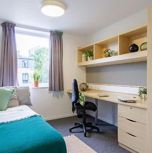 Private New Room With Shared Facilities & Garden - Bd7 photos Exterior