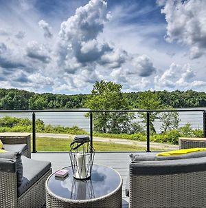 Upscale Lake View Home With Multi-Level Deck photos Exterior