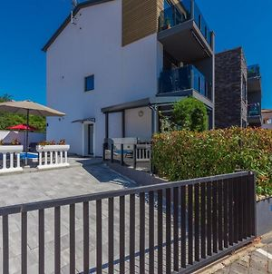 Apartment Vedran With Pool photos Exterior