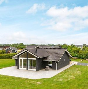 Four-Bedroom Holiday Home In Tarm 2 photos Exterior