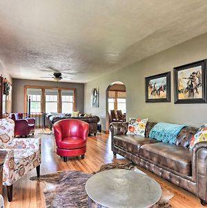Charming Home With Yard, 1 Mi To Frontier Park! photos Exterior