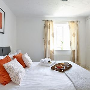 Kvm - Highclere House For Large Groups With Parking By Kvm Serviced Accommodation photos Exterior