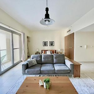 Newly Furnished Spacious Studio That Is Close To Metro photos Exterior