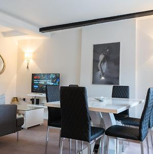 Premiere City Centre Apartment With Gated Parking And Excellent Feedback, Big Double Bedroom, Balcony, Courtyard Garden, Ideal For Long Stays, Wfh, Getaways And Ongoing Contracts photos Exterior