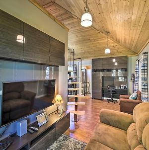 Renovated Family Cottage With Treehouse And Dock! photos Exterior