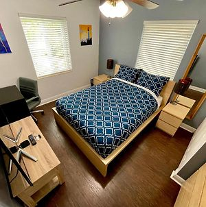 Central & Stylish Room With Free Parking & Fast Wi-Fi In The Heart Of Miami photos Exterior
