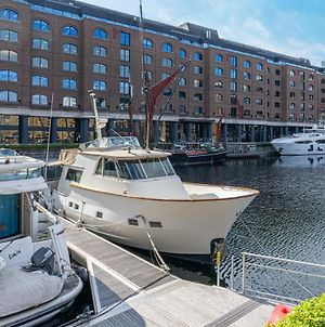 Rustic 2-Bed Houseboat On The River Thames, In East London photos Exterior