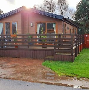 Chatsworth Lodge With Hot Tub. photos Exterior