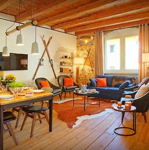 Explore Medieval Town & Lake From Luxury 4 Star Apartment - Ovo Network photos Exterior