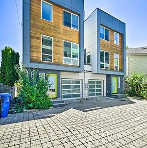 Modern Seattle Townhome With Rooftop Deck! photos Exterior