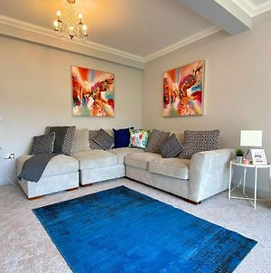 Beautiful Large 5 Bedroom House - 5 Minute Walk To The Best Beach! - Great Location - Garden - Parking - Netflix - Fast Wifi - Smart Tv - Newly Decorated - Sleeps Up To 10! Close To Bournemouth & Poole & Sandbanks photos Exterior