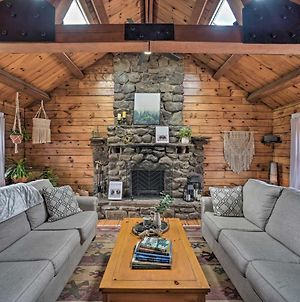 Stunning Catskills Lodge With Deck And Fire Pit! photos Exterior