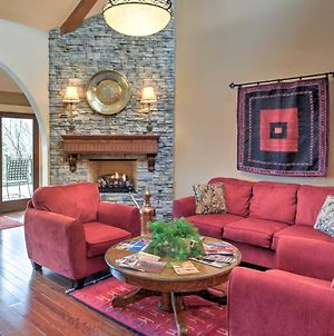 Rustic Fayetteville Townhome With Fireplace And 3 Decks photos Exterior