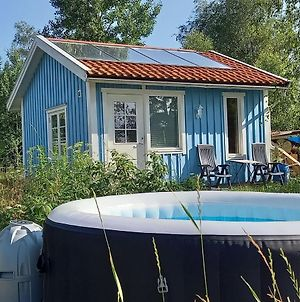 Gaststuga Med Vacker Utsikt Bastu, Bubbelpool Och Gratis Parkering, Guesthouse With Nice View Close To Limmared, Sauna And Whirlpool! photos Exterior