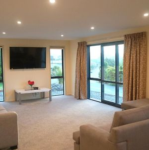 Large Group Greymouth Accommodation. 2 Adjacent Houses With Outdoor Hot Tub, 7 Bedrooms, 6 Queens & 6 Single Beds 3 Bathrooms, 3 Toilets. photos Exterior