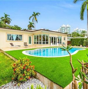 Your ↁream H◉Me- Waterfront Villa In Prime Location, Close To The Beach photos Exterior