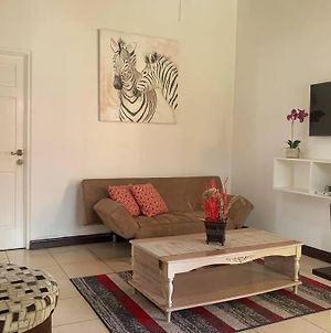 Homely 1Bdr Apt In Heart Of Kgn W/Optional 2Ndbdr photos Exterior