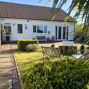 Bungalow With Garden , Summer House And Parking photos Exterior