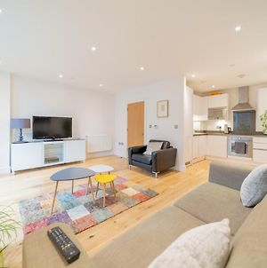 Pass The Keys Open And Airy Two Bedroom Flat With Balcony photos Exterior