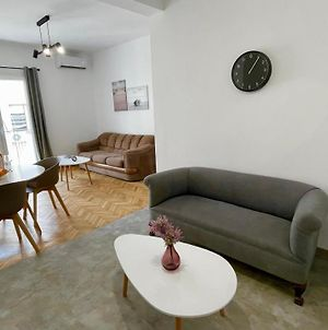 Gorgeous Renovated Apt. Close To Metro And Cultural Sites! photos Exterior