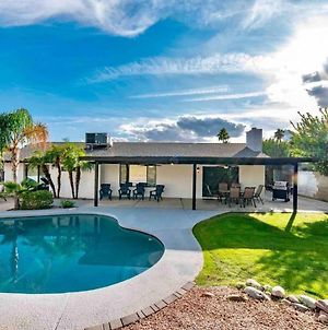 Fully Remodeled 4 Bedroom - Open Concept Living With Spacious Backyard & Pool Home photos Exterior