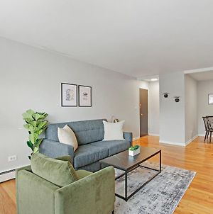 Trendy & Tastefully Decorated 2Br Apt In Lakeview photos Exterior