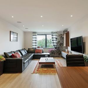 1-Bed Spacious Flat, North London, 15 Minutes To Central photos Exterior