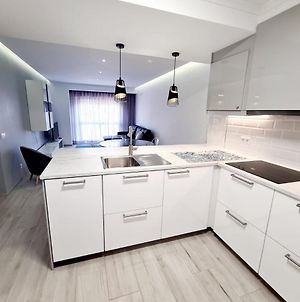 Central And New Fancy 2 Bedroom Apart.W/ 2 Wc photos Exterior