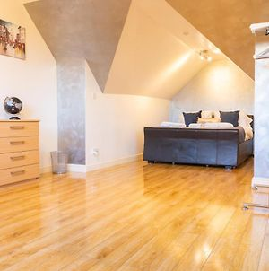 Little-Known 3 Double Bedroom City Centre House Includes 2X Private Parking With Enchanting Rear Garden And Open Plan Lounge Dining Room Plus Gorgeous Wood-Floor Master Bedroom And Excellent Reviews photos Exterior
