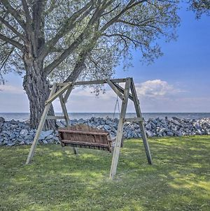 Cozy Waterfront Home On The Bay Of Green Bay! photos Exterior