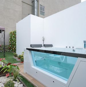 Exclusive Penthouse With Private Rooftop Jacuzzi By Simply Comfort photos Exterior
