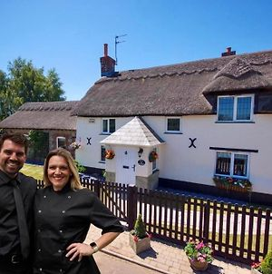 English Cottage Vacation- Fully Staffed And Fully Catered photos Exterior