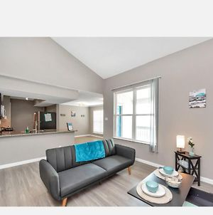 Oasis Minutes From Beach- Free Wifi- Pool Side Views! photos Exterior