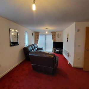 Immaculate 2 Bedroom Apartment At Newton Heath, Along Oldham Road, Manchester photos Exterior