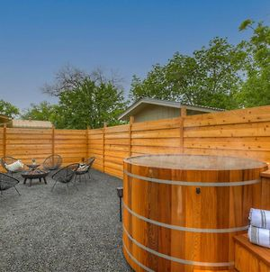 Gorgeous Modern Home With Cedar Barrel Hot Tub And Fire Pit photos Exterior