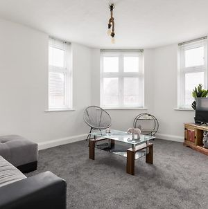 Curzon Apartment - Large Property Ideal For Contractors, 8 Minute Drive To The Beach photos Exterior