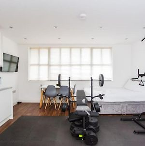 Energised Studio With Gym In Brent Park photos Exterior
