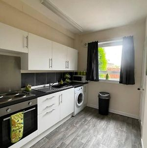 2 Bedroom Ground Floor Flat With Enclosed Gardens photos Exterior
