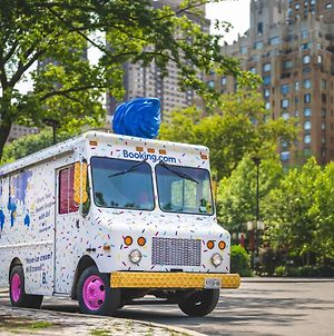 Sweet Sleepover In Booking.Com'S National Ice Cream Day Truck photos Exterior