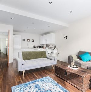 Luxury 2 Bed, Ensuite Apartment Moments From Fulham Broadway photos Exterior
