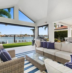 Amazing Canal House With Private Jetty, Gym And Pool photos Exterior