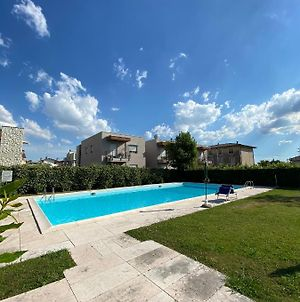 Delightful 2 Bedrooms Apartment With Patio. photos Exterior